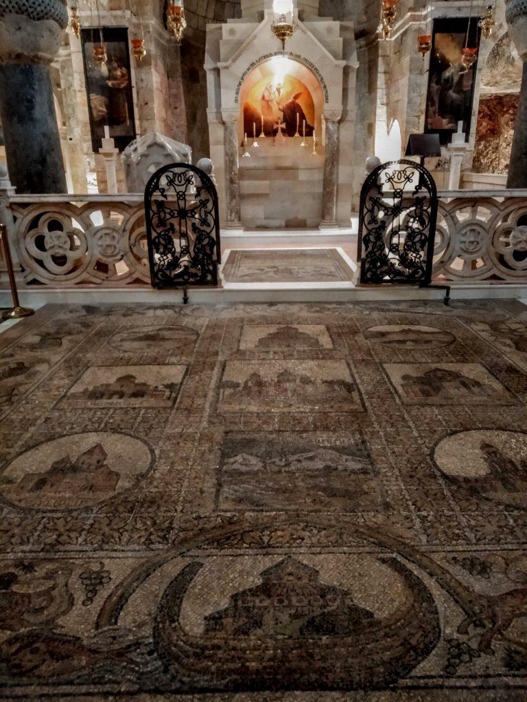 Altare all'interno del Santo Sepolcro